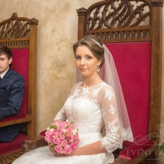 classy-bridal-hairstyle-in-prague