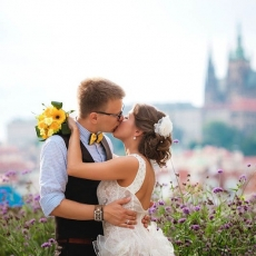 fancy-bridal-hairdress-in-prague