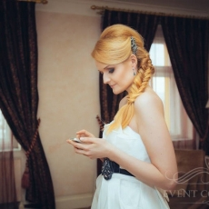 fishtail-fancy-wedding-hairstyle-in-prague