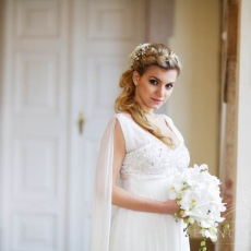 lovely-bridal-hairdress-in-prague