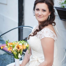 prague-wedding-hair-dress