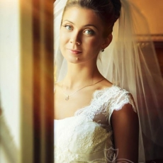 awesome-bright-wedding-make-up-in-prague