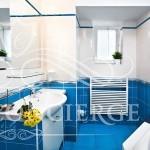 Happy-Prague-Apartments-bathroom-with-bathtube-blue